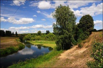 Где купить участок в Подмосковье: в деревне или коттеджном поселке?